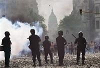 manifestantesypolicia2